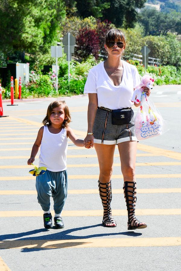 *EXCLUSIVE* Calabasas, CA - Reality star and fashion designer Kourtney Kardashian and her son Mason make their way back to the car after spending the day at a fair in Calabasas. AKM-GSI          May 11, 2013 To License These Photos, Please Contact : Steve Ginsburg (310) 505-8447 (323) 4239397 steve@ginsburgspalyinc.com sales@ginsburgspalyinc.com or Keith Stockwell (310) 261-8649 keith@ginsburgspalyinc.com ginsburgspalyinc@gmail.com